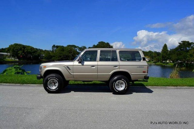 1990 Toyota Land Cruiser Base 4dr 4X4