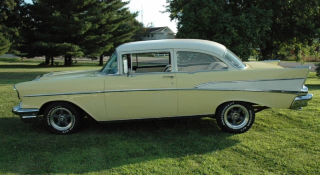 1957 Chevrolet Bel Air/150/210 Tudor Post