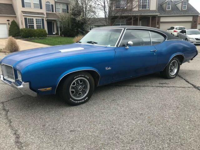 1971 Blue Oldsmobile Cutlass with Black interior