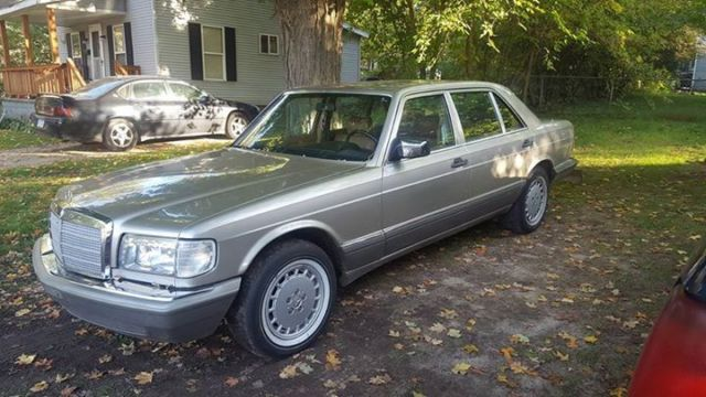 1986 Mercedes-Benz 400-Series Base Sedan 4-Door