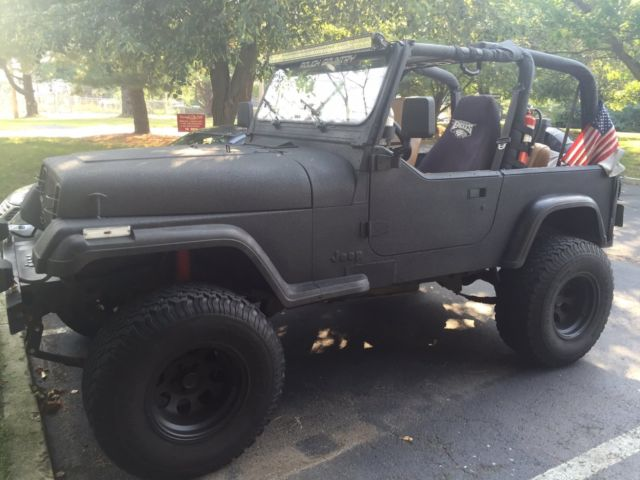 94 Jeep Wranger Yj Black With Rhino Line Paint Lifted