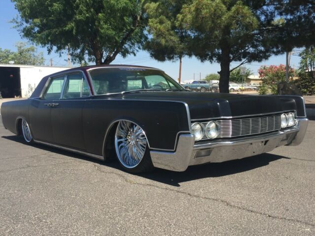 1967 Lincoln Continental Trim is good
