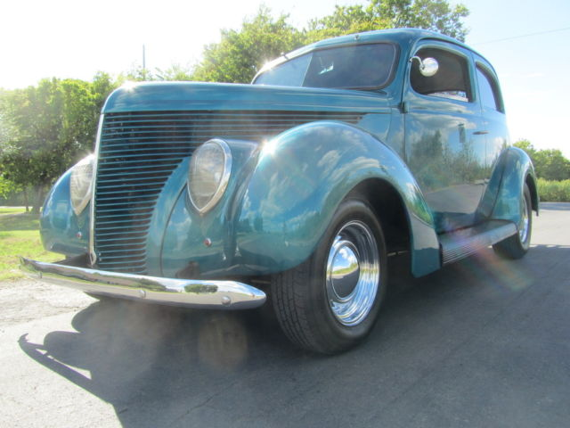 1938 Ford STREET ROD DELUXE TWO-DOOR 425 NAILHEAD DUAL QUADS AWESOME PAINT and BODY
