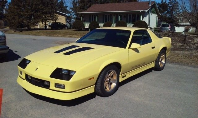 amazing like new 1986 camaro iroc z rare yellow 55 000 miles offers trade for sale photos. Black Bedroom Furniture Sets. Home Design Ideas