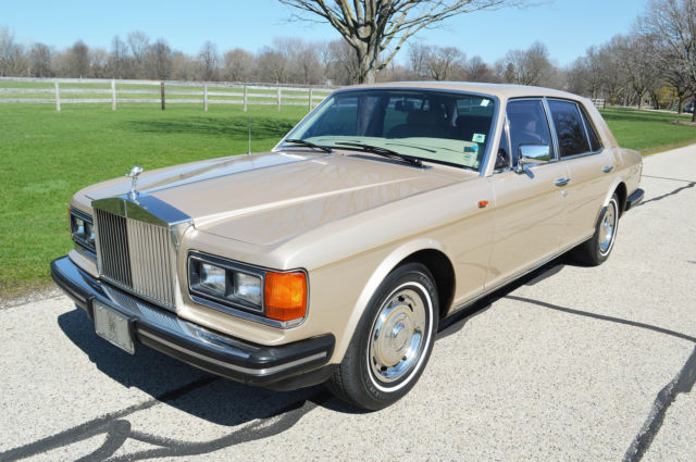 1982 Rolls-Royce Silver Spirit/Spur/Dawn 4 door sedan