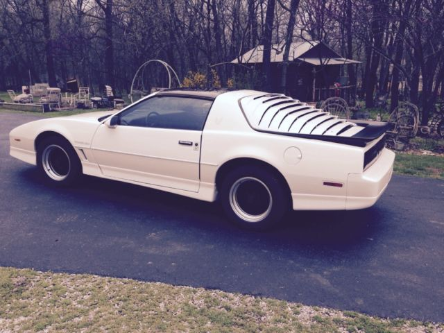 beautiful 1986 white firebird trans am t tops red gray interior automatic for sale photos technical specifications description topclassiccarsforsale com