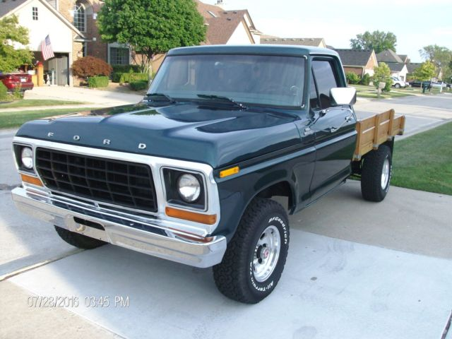 1978 Ford F-150 SHORTY STAKE  4X4 WITH  INLINE 300     /   4 SPEED
