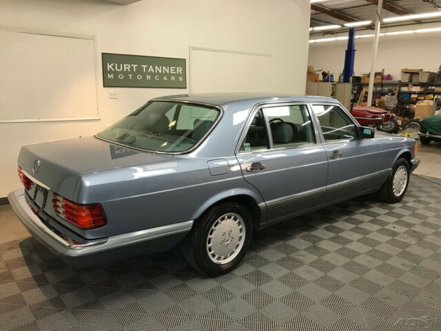 1987 Blue Mercedes-Benz 400-Series 4 Dr Sedan with Gray interior