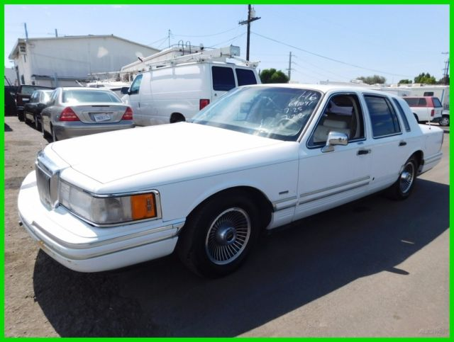 1991 Lincoln Town Car Signature