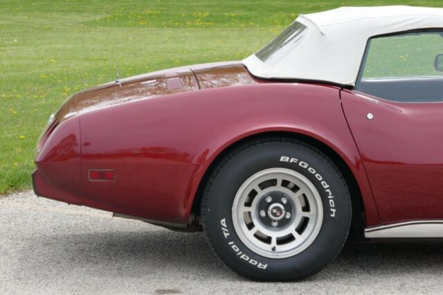 1975 Burgundy Chevrolet Corvette -PRICE DROP-ORIGINAL- 350/350 V8 AUTOMATIC CONVERT Convertible with Burgundy interior