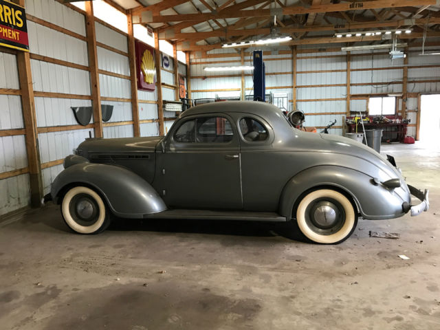 1938 Chrysler Royal (business coupe) Standard cloth