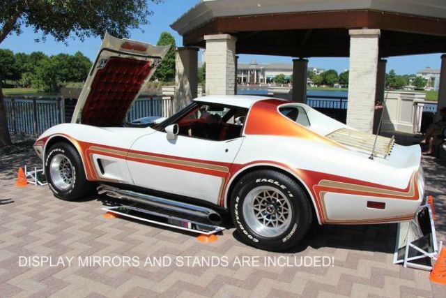 1976 White Chevrolet Corvette Coupe with RED interior
