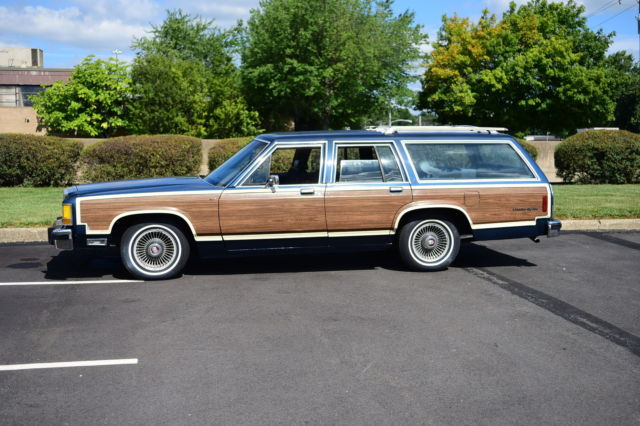1986 Ford Crown Victoria Country Squire Wagon