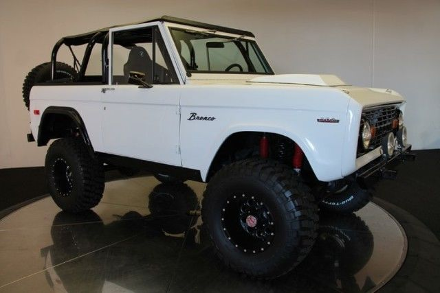 Custom Restoration White 1974 Ford Bronco Off Road Truck