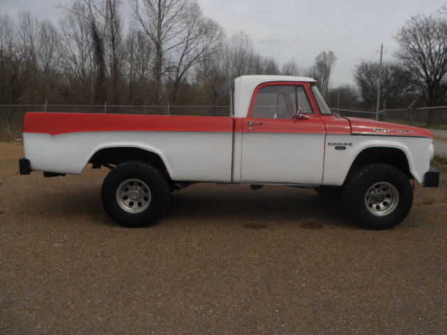 1967 Dodge Power Wagon D100