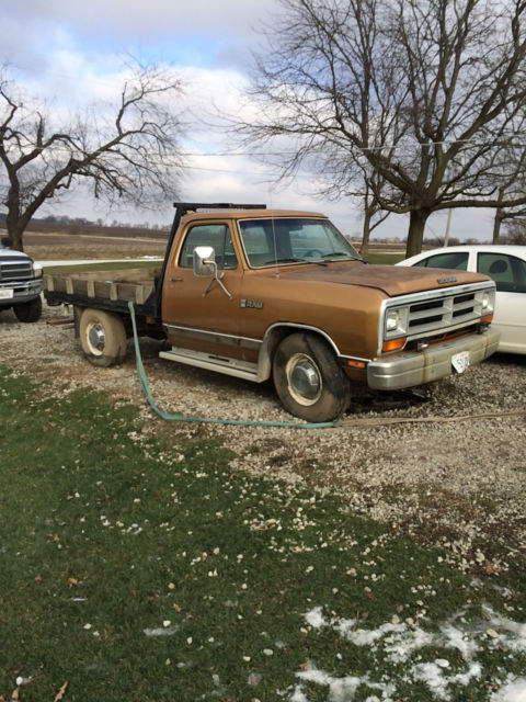 dodge ram d250 farm truck 2500 5 9 liter 360 engine for sale photos technical specifications. Black Bedroom Furniture Sets. Home Design Ideas