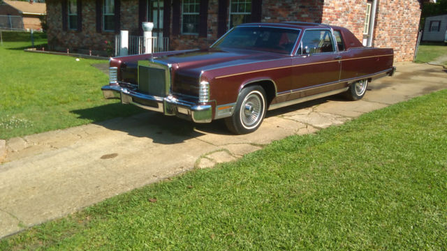 Excellent New Condition 1977 Lincoln Town Car Coupe Cartier Edition