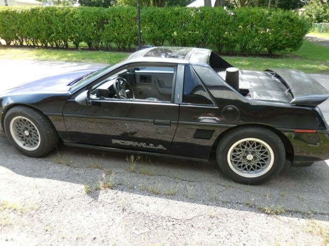 1988 Pontiac Fiero with Black interior