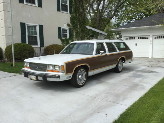 1991 Ford Crown Victoria Country Squire Wagon