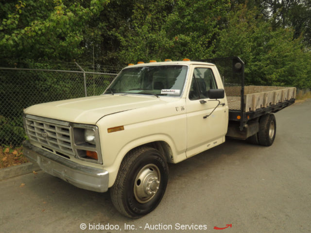 Ford F350 Regular Cab Flatbed Utility Pickup Truck 11 Wood Bed 4 Spd Manual