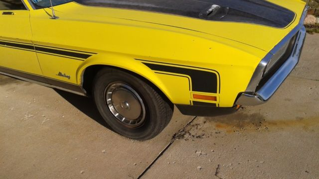 1972 Yellow Ford Mustang Fastback with Green interior