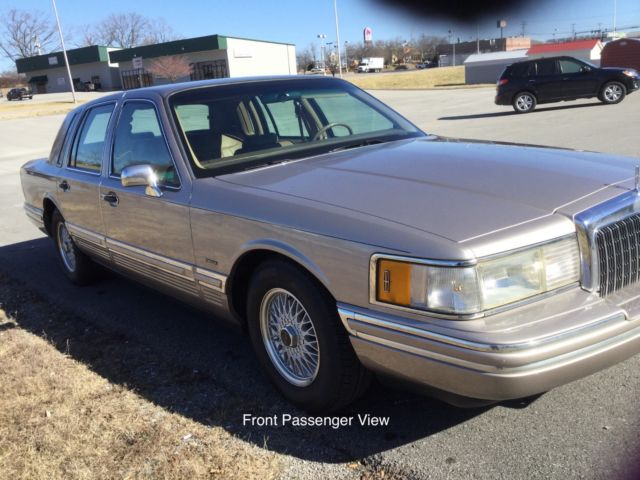 1994 Lincoln Town Car Signature Series