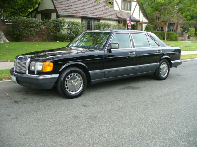 1989 Mercedes-Benz 400-Series