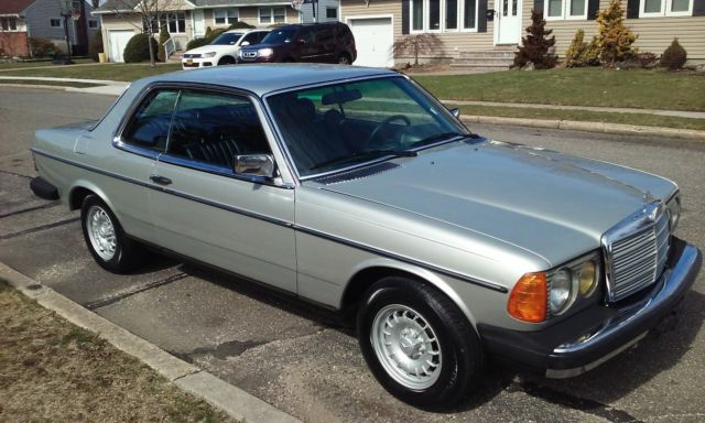 1985 Mercedes-Benz 300-Series W123