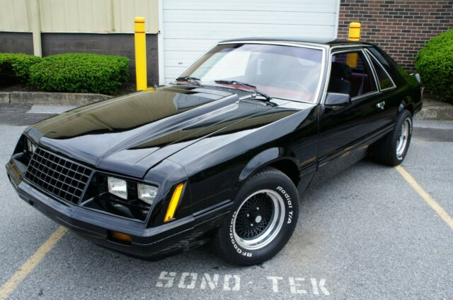 1980 Ford Mustang Hatchback 5.0 V8 / 5 speed w/ Extras !