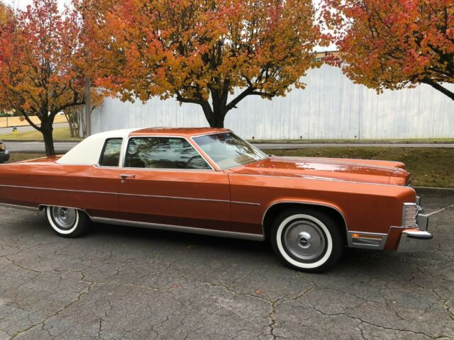 1976 MEDIUM EMBER DIAMONDBRITE POLY Lincoln Continental Coupe with Brown interior