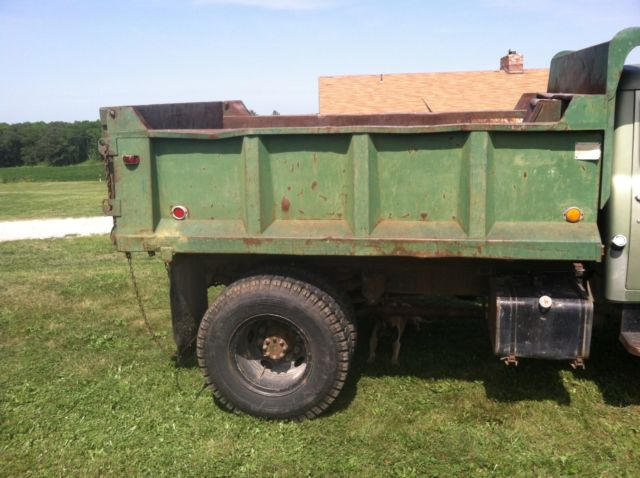International harvester IH 1700 loadstar dump truck 345 v8 p/s great