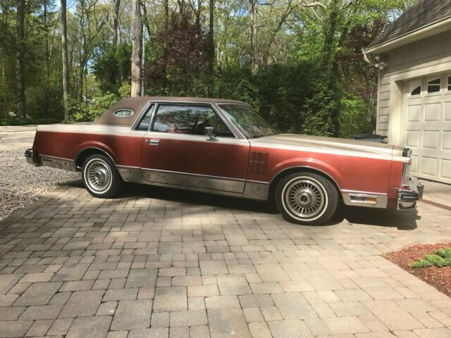 1980 Bittersweet / Fawn Lincoln Continental Mark VI Coupe with Bittersweet interior