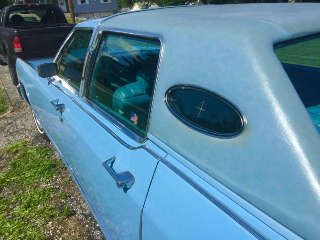 1979 Baby Blue Lincoln Town Car Sedan with Blue over blue interior