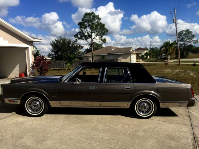 Lincoln Town Car Designer Series 11 600 Miles Mint For Sale