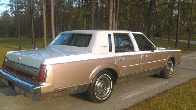 Lincoln Town Car White Mauve With 65 000 Miles For Sale For Sale
