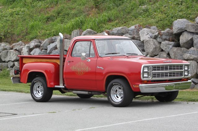 1979 Dodge D150 :Lil Red Express