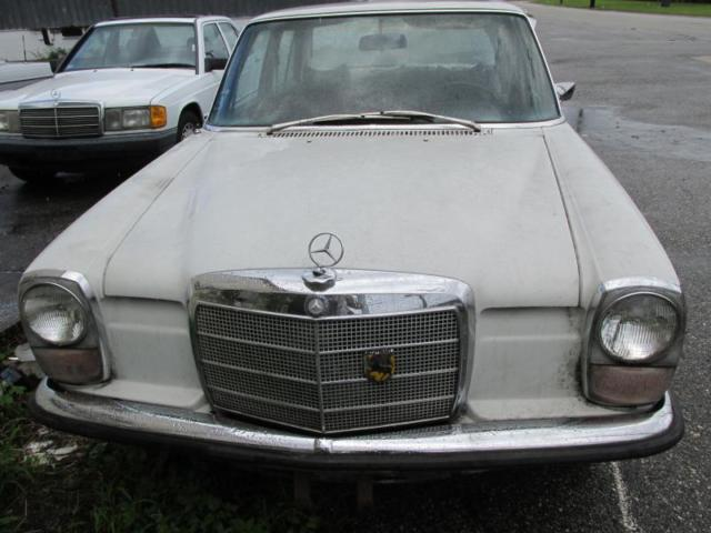 1971 Mercedes-Benz 200-Series
