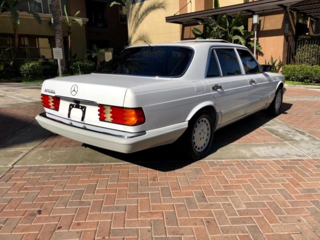 1989 White Mercedes-Benz 400-Series 280 300 se S class Sedan with Gray interior