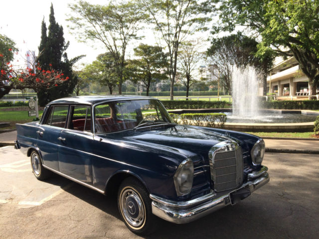 1967 Mercedes-Benz 200-Series 230S