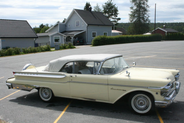 1957 Mercury turnpike cruiser 2 doors cab