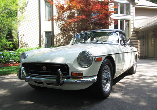 MGB Roadster, White, John Twist Restoration and Tuning