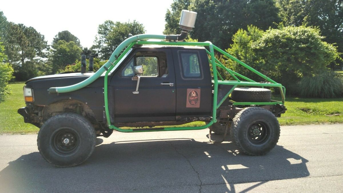 1992 Ford F-250 Lifted Monster truck w/ headers and chimney Pipe