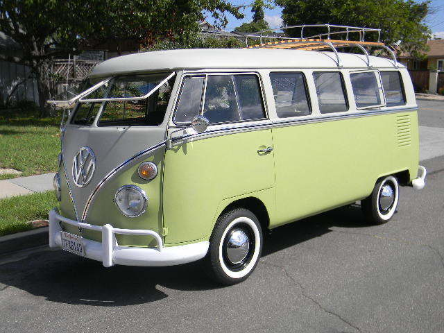 1967 Volkswagen Bus/Vanagon 13 window deluxe