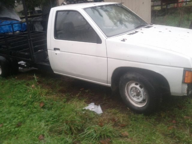 Nissan Pickup Factory Dually Rare No Rust A Solid Truck Hard To Find 1 Ton