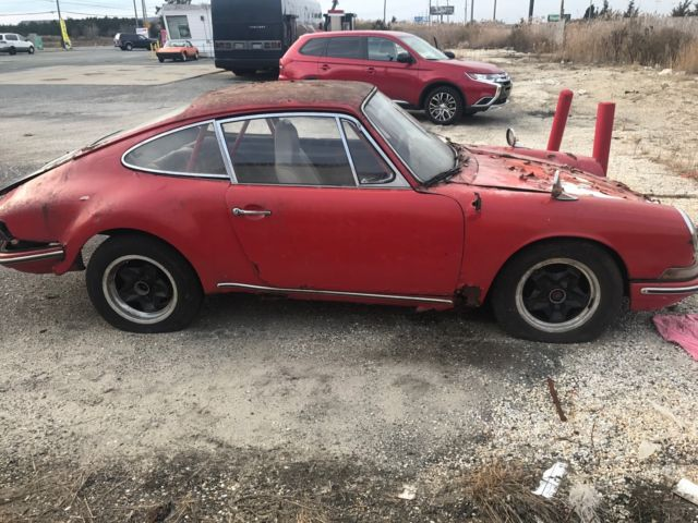 1966 RED Porsche 912 PORSCHE 912 COUPE PROJECT NOT RUNNING RARE Coupe with WHITE interior