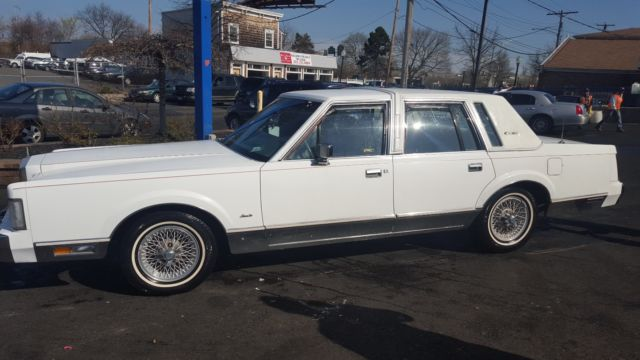 1986 Lincoln Town Car TOWN CAR SIGNATURE SERIES