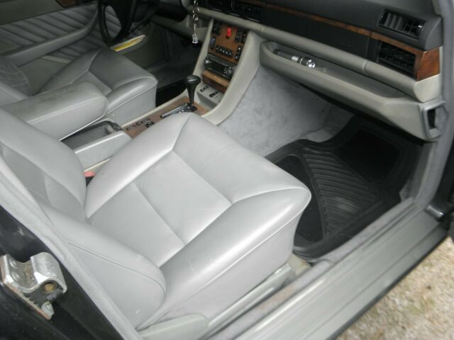 1989 Gray Mercedes-Benz 500-Series Sedan with Gray interior