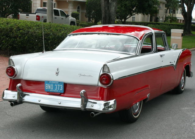 1955 Ford Fairlane CROWN VICTORIA - A/C - 302 V-8