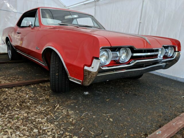 Oldsmobile Cutlass Holiday Coupe In Original Colors And