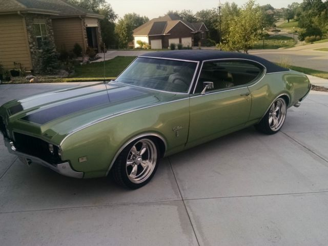 1969 Oldsmobile Cutlass Holiday Coupe